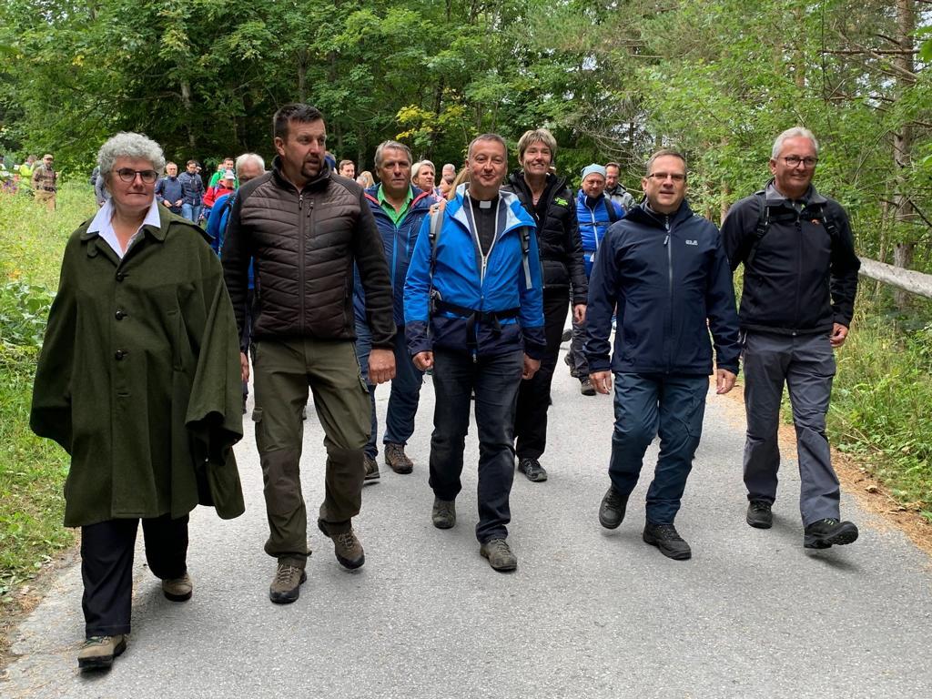Mag. Claudia Kubelka (BGM Annaberg) und Thomas Teubenbacher (BGM Mitterbach) begleiteten die Wallfahrer - Foto: Kathpress